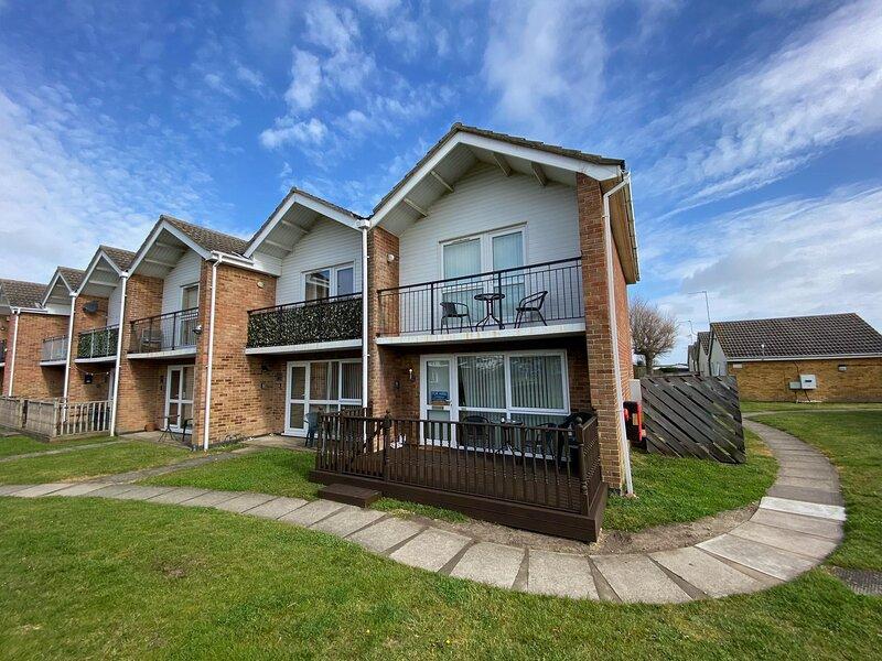 Lovely 6 berth villa at Waterside Village Park in Corton ref 14100W, alquiler vacacional en Lowestoft