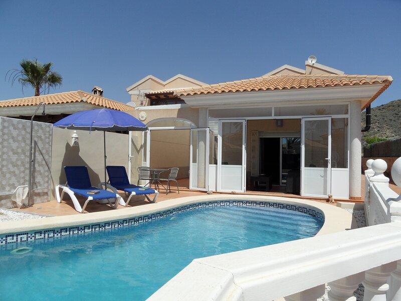 Casa Esperanza 3 bedrooms 2 bathrooms private pool & garden. Fast WIFI and airco, holiday rental in San Juan de los Terreros