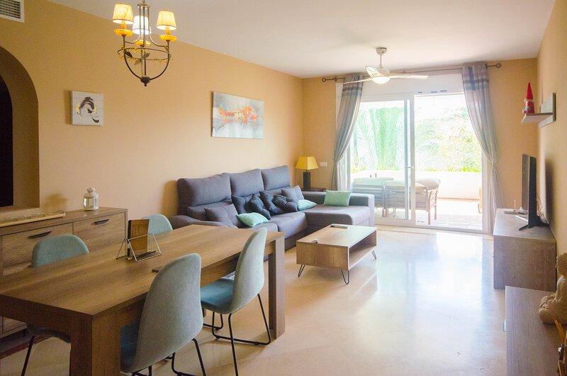 Apartamento Costalita, holiday rental in Urb. Villas de Costalita