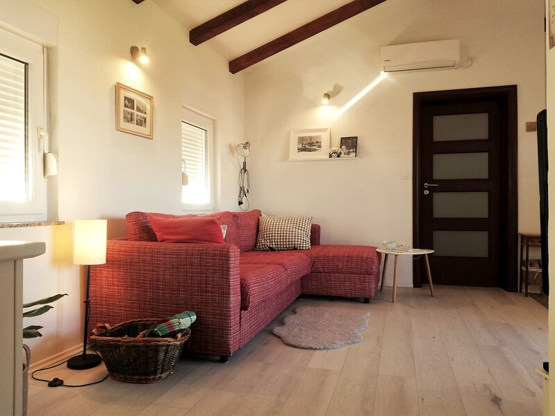 Lovely cozy apartment for 3 people in center of Preko, holiday rental in Preko