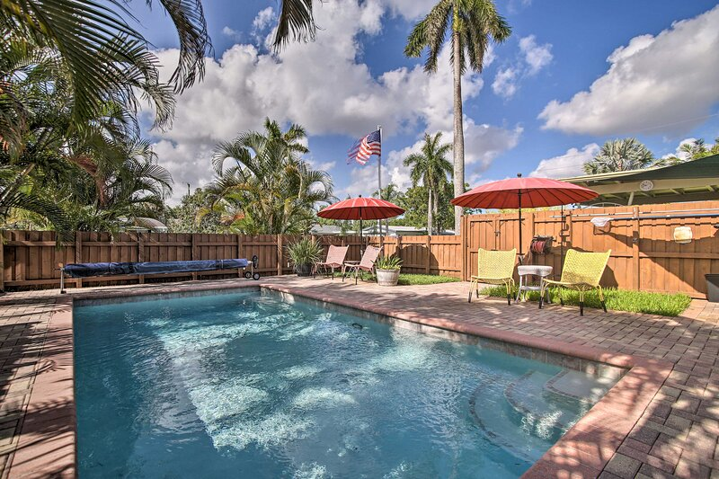 NEW! Charming Home w/ Deck, 1 Mi to Wilton Manors, holiday rental in Lauderhill
