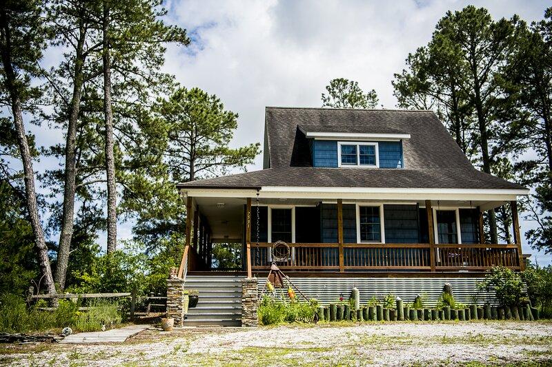 Pony Pines of Chincoteague Waterfront Cottage, location de vacances à Atlantic