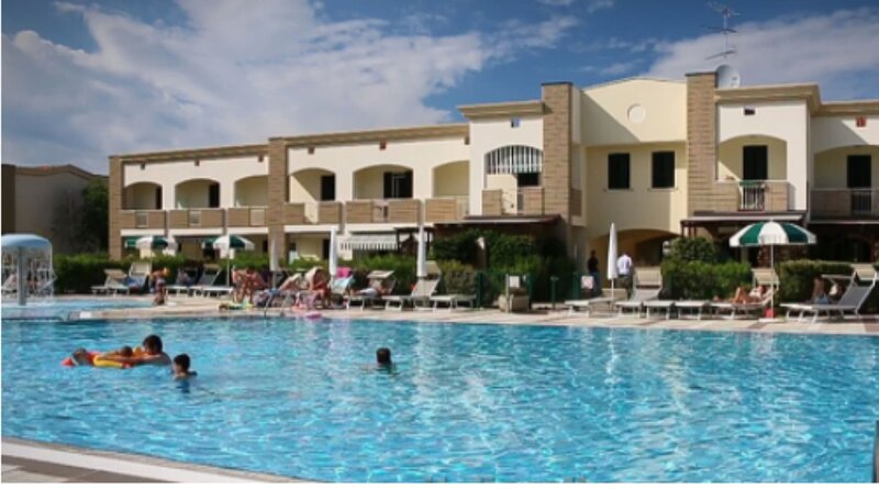 Beautiful Village For 5 People With Pool, holiday rental in Duna Verde