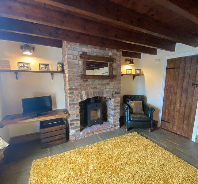 Lapwing Cottage,The Green, Waddingham.18th Century Grade 2 Listed Cottage., holiday rental in Gainsborough