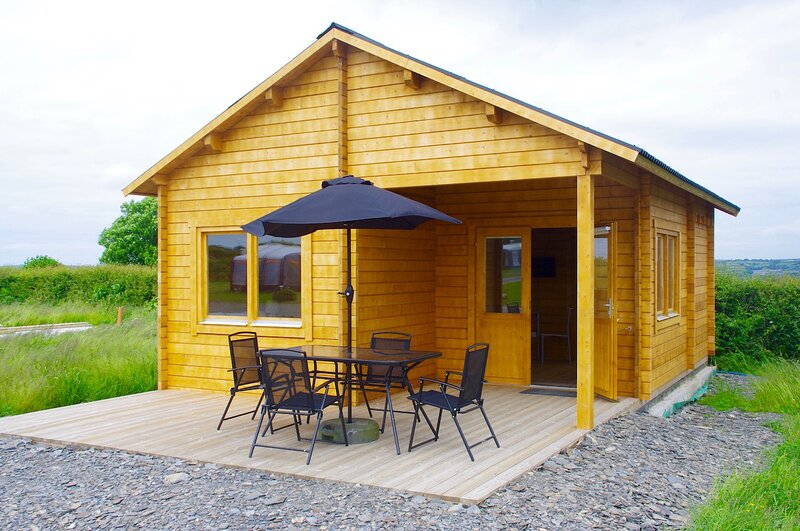 New Chalet, holiday rental in Gwbert
