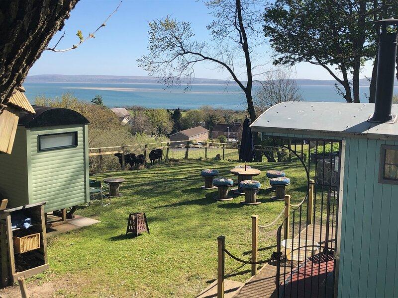 Bronllys Farm - Fabulous shepherds hut with a sea view, location de vacances à Pont Yates