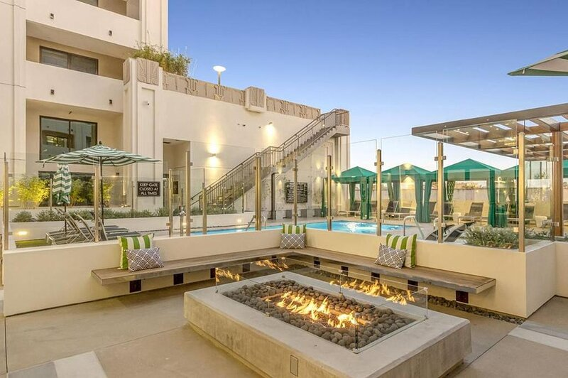 One Lux Stay Studio at The Mansfield, location de vacances à California City