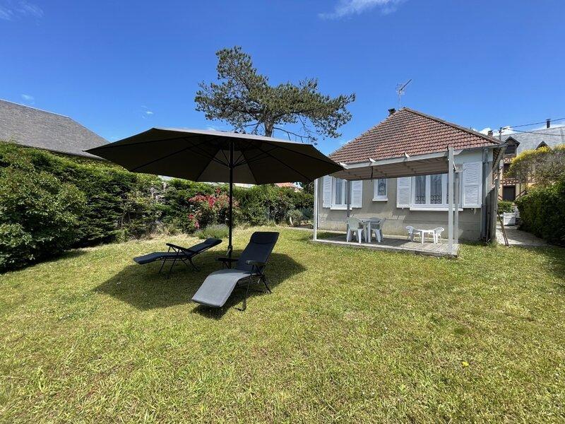 150m plage, maison de vacances de plain-pied avec jardin, holiday rental in Carolles