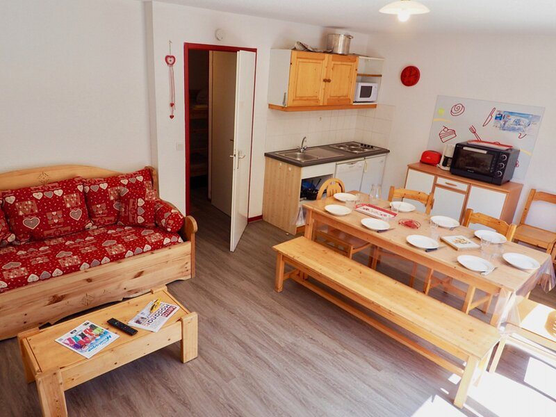 Bel appartement rénové 10 pers centre station duplex, holiday rental in Valfrejus