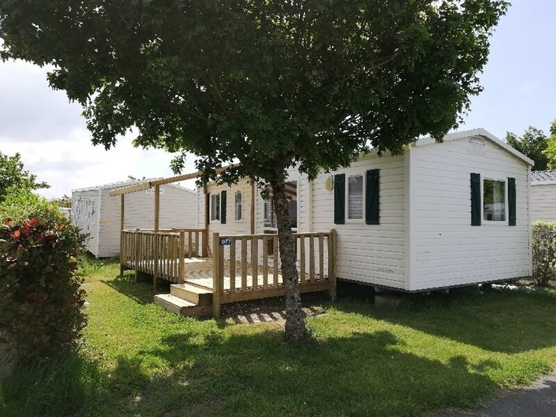 Mobil home camping Loyada 3 chambres, location de vacances à Grosbreuil