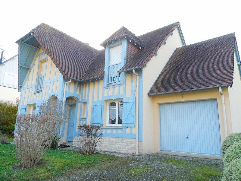 Location Maison Villers-sur-Mer, 6 pièces, 8 personnes, vacation rental in Auberville