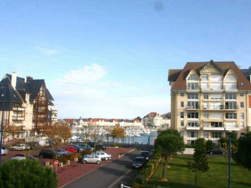 LES MARINES 2, BAT95, holiday rental in Periers-en-Auge