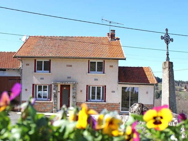 Gîte Chez Mamie, casa vacanza a Le Mayet-de-Montagne