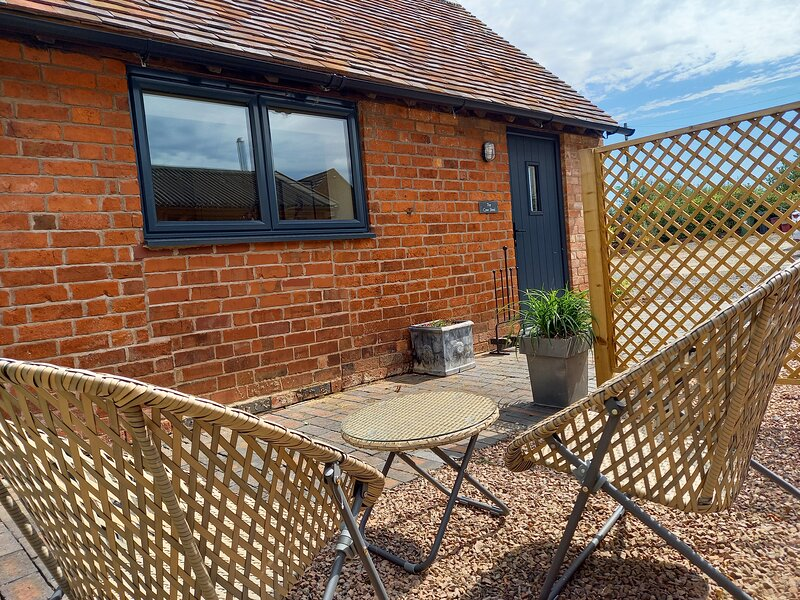 Modern barn conversion, perfect for two, close to Kenilworth, Warwickshire, holiday rental in Warwick