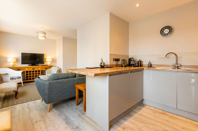 Waterside Court | 15-minute walk from the beach!, holiday rental in Gorleston-on-Sea