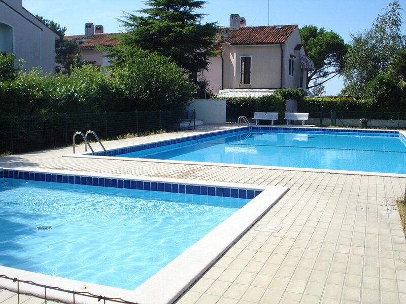 Modern Village With Swimming Pool For 8 People, location de vacances à Porto Santa Margherita