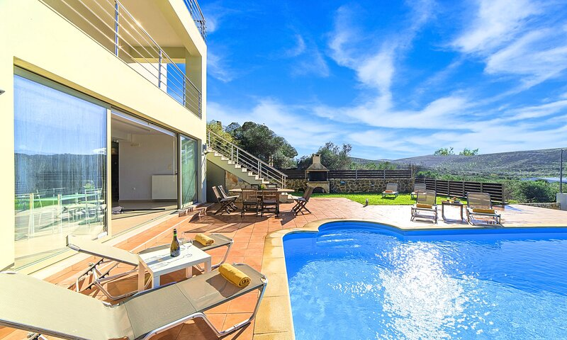 Secret Escape Villa with Heated Pool and Jacuzzi, holiday rental in Platanias