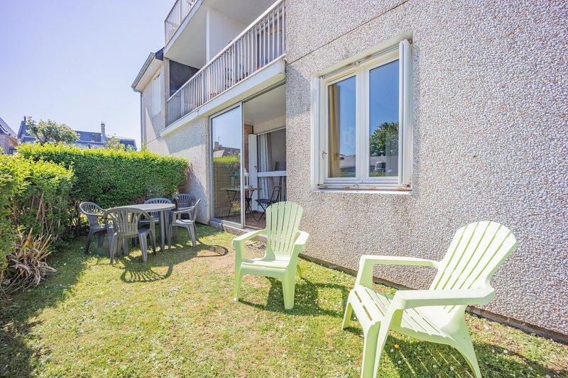 Sword - Apt avec loggia et jardin proche plage, holiday rental in Lion-sur-mer
