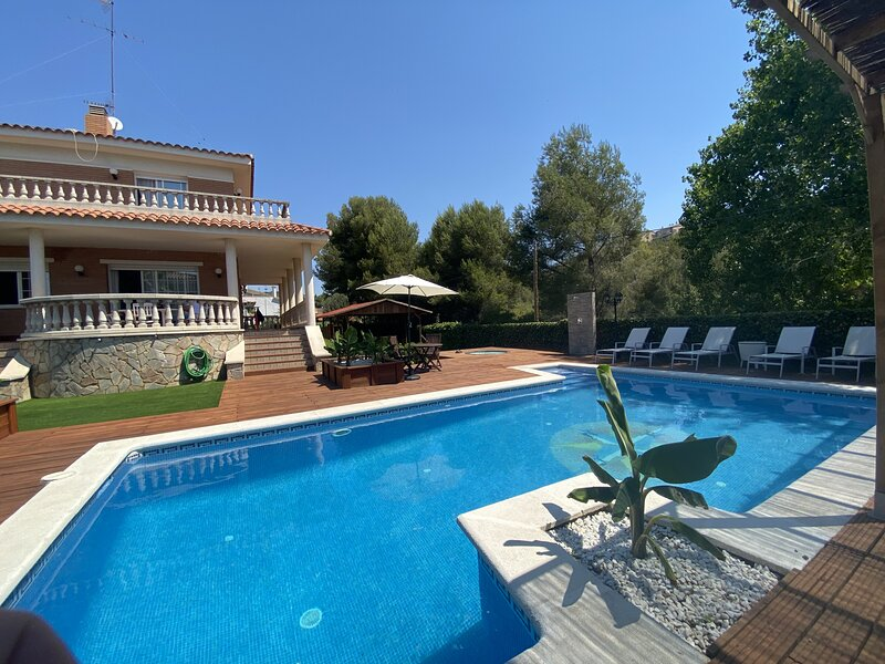R119 Gran casa para 12 personas con jardin y piscina, holiday rental in L'Arboc