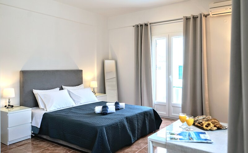 Aegean Breeze Luxury Studio close to beach and center of the town, holiday rental in Agios Charalampos
