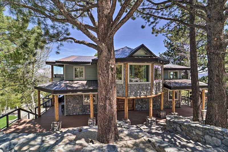 NEW! Luxury Chalet w/ Views: 3 Mi to Mt. Rose Ski!, location de vacances à New Washoe City