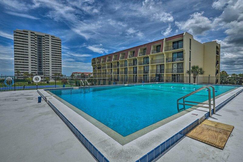 NEW! Sunny Daytona Beach Condo, Steps from Shore!, vacation rental in Holly Hill