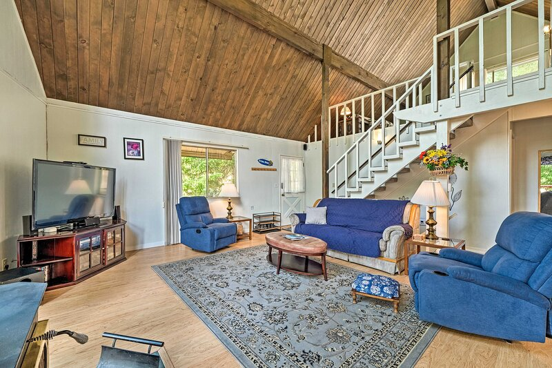 NEW! Groveland Home w/ Amenities, 1 Mi to Marina, holiday rental in Coulterville