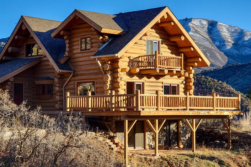 NEW! Spacious Mtn Retreat w/ Deck: Hike & Explore!, holiday rental in New Castle
