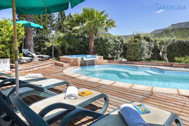 Villa Summer next to beach with private pool, holiday rental in Villanova Monteleone