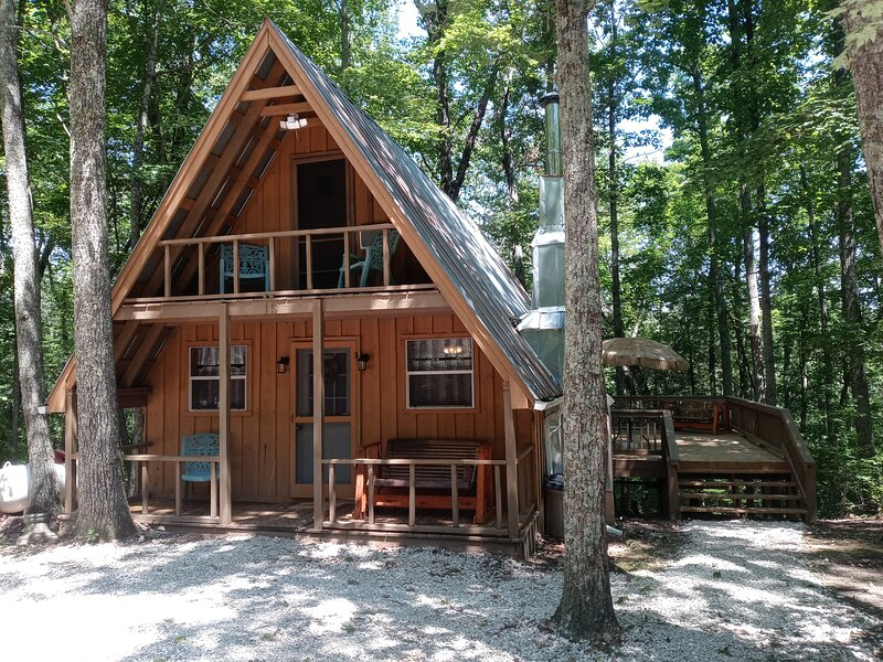 Tranquil Oaks Cabin, holiday rental in Morehead