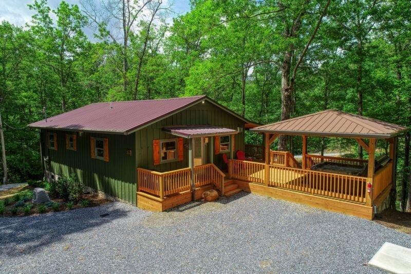 Building,Cottage,House,Cabin,Porch