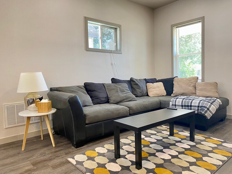 2021 REMODELED HOME! MINUTES FROM DOWNTOWN SLC!, casa vacanza a West Bountiful