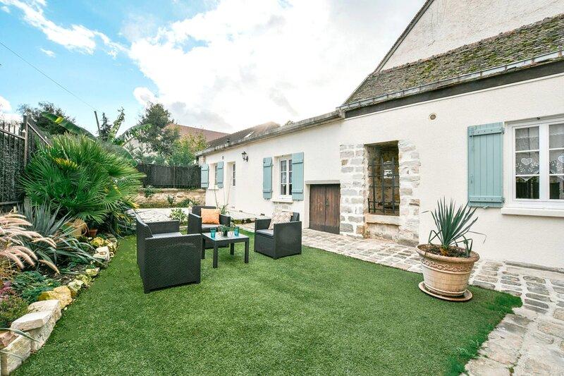 INSTANT FLEURY: maison de caractère, jardin secret, holiday rental in Milly-la-Foret