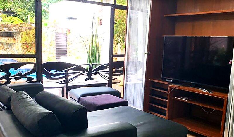 Sobrado com Wi-Fi, piscina e churrasq em Riviera, alquiler de vacaciones en Bertioga