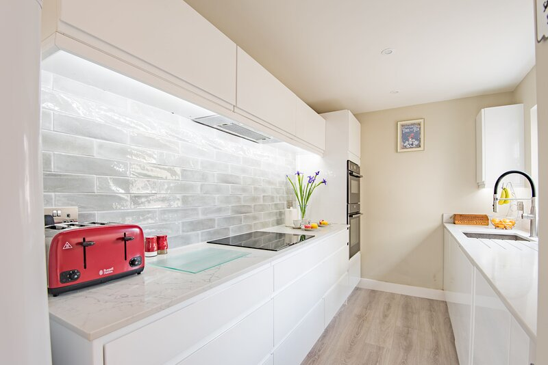 Delightful two bedroom cottage in the heart of Deal with large garden, casa vacanza a Eastry
