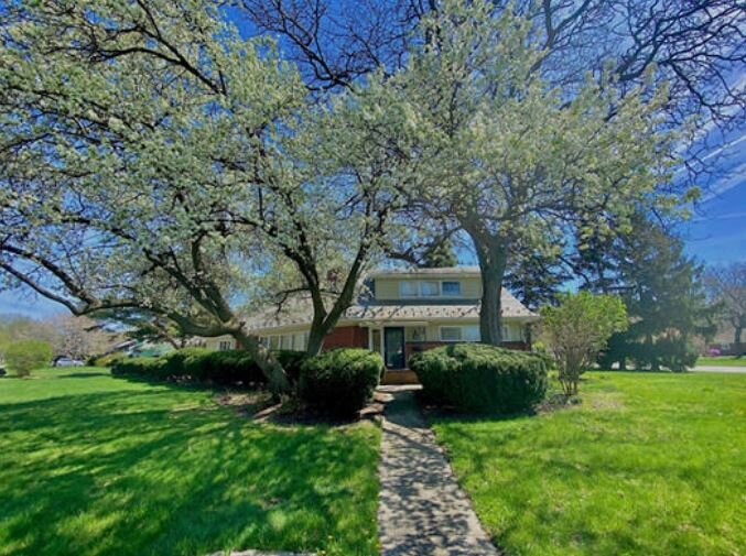 Beautiful Spacious Home with First Floor Master Bed and Bath, holiday rental in Cleveland Heights