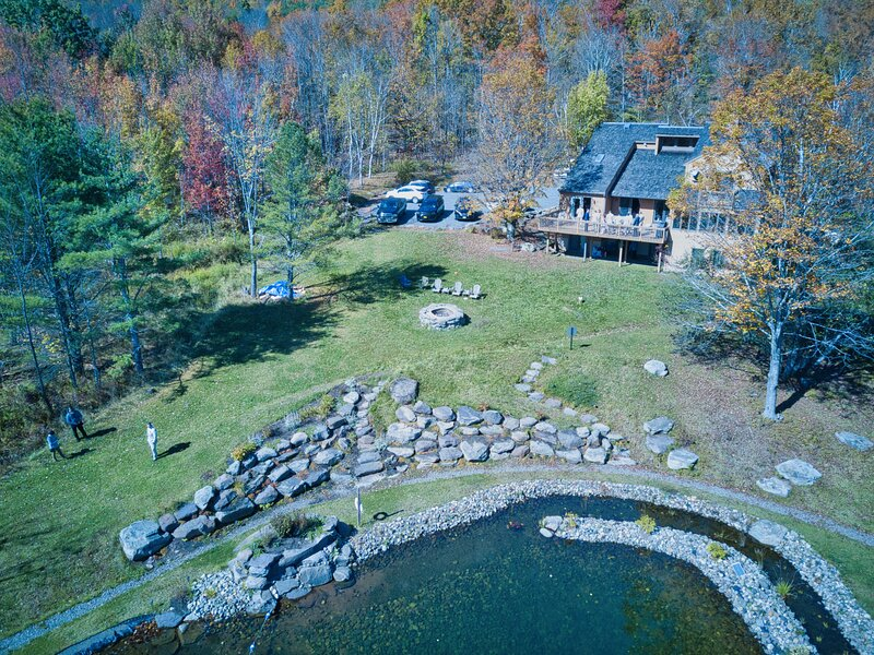 5 Min to Windham Mtn! Luxury Retreat w/Amazing Views! Natural Swimming Pond, holiday rental in Medusa