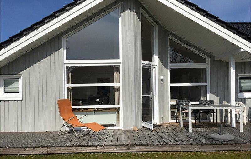 Stunning home in Krems II/Warderbrück with Sauna, WiFi and 3 Bedrooms (DSH006), Ferienwohnung in Großharrie