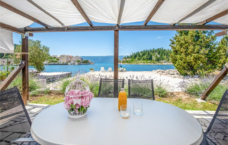 Stunning home in Blace with WiFi and 2 Bedrooms (CDR152), casa vacanza a Opuzen