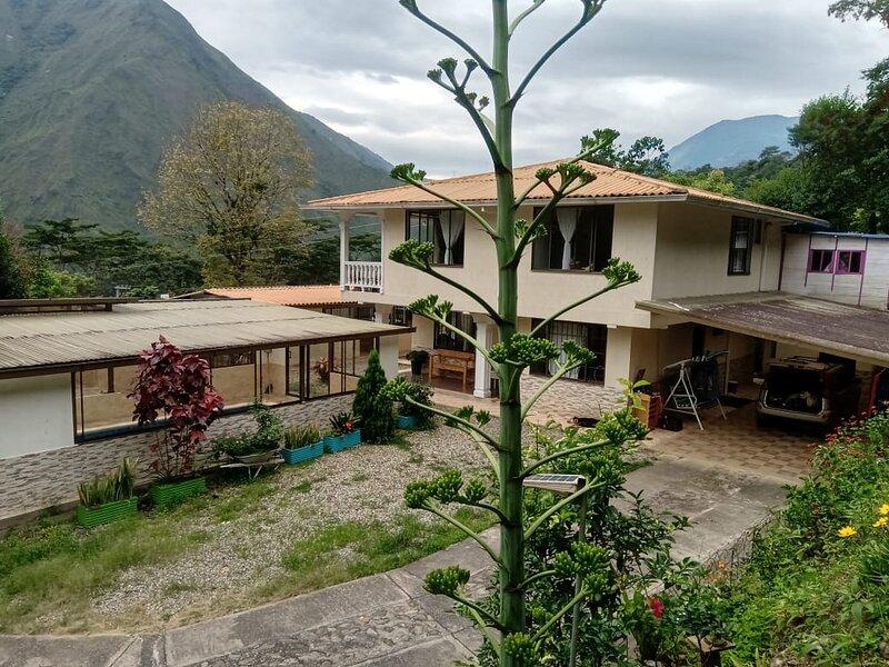 Finca Campestre sobre la Vía Bogotá - Villavicencio. Privada, 11 Personas, holiday rental in Villavicencio