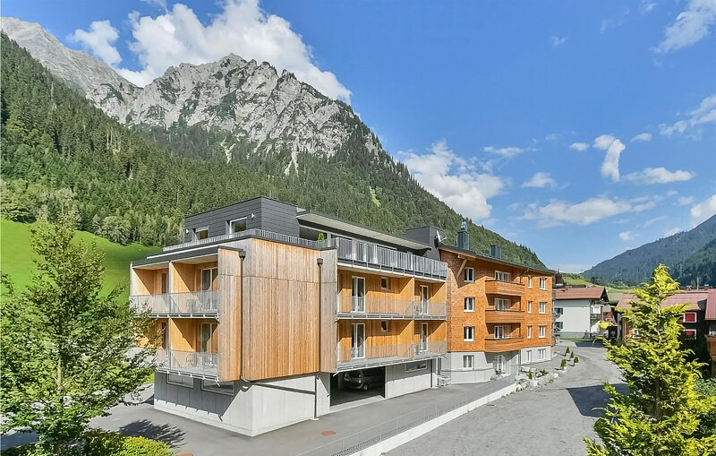 Beautiful apartment in Klösterle with Sauna, WiFi and 2 Bedrooms (AVO164), location de vacances à Lech
