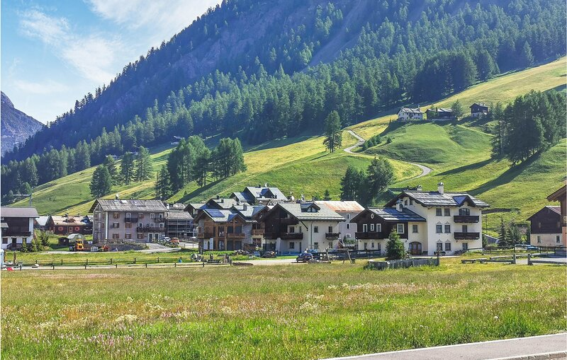 Amazing apartment in Livigno with WiFi and 2 Bedrooms (ILM090), holiday rental in Trepalle