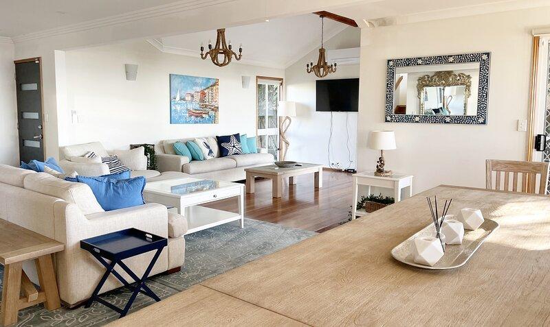 Ocean Pearl - 3 Bedroom, Beachfront property!, alquiler vacacional en Redcliffe