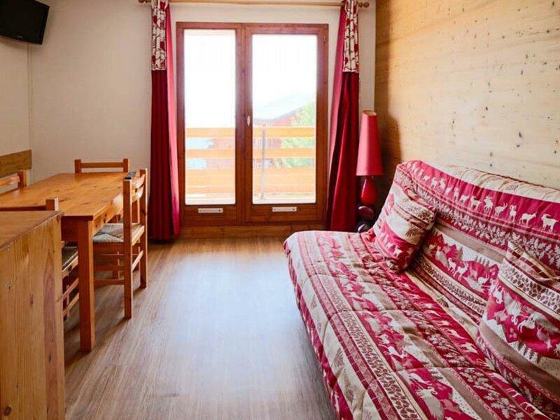 STUDIO STYLE MONTAGNE AU PIED DES PISTES, holiday rental in Montvalezan