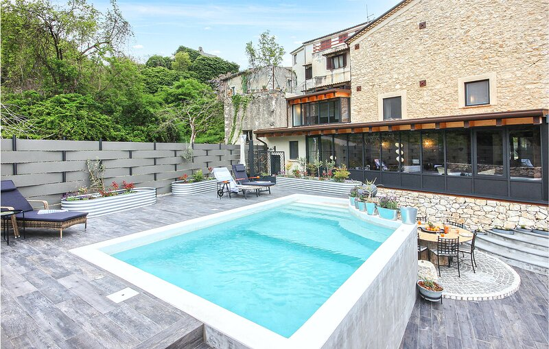 Stunning home in Filignano with Outdoor swimming pool, WiFi and 3 Bedrooms (IKL1, holiday rental in Isernia