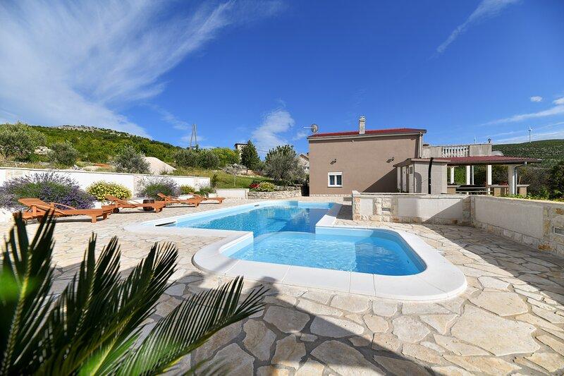 Poolincluded Villa Krusevo, aluguéis de temporada em Gracac