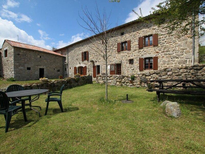 Chez Paladou, holiday rental in Le Malzieu-Ville