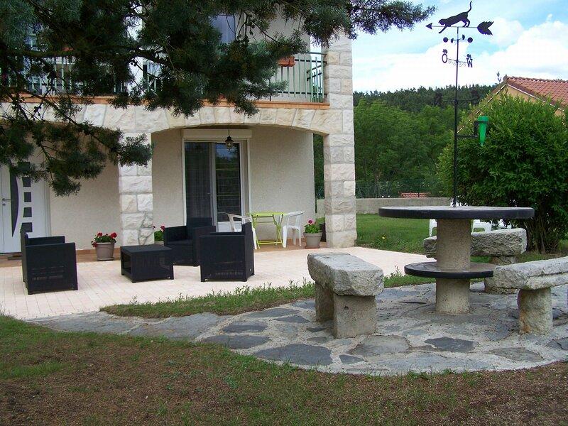 Gîte des Combes, location de vacances à Éspaly-Saint-Marcel