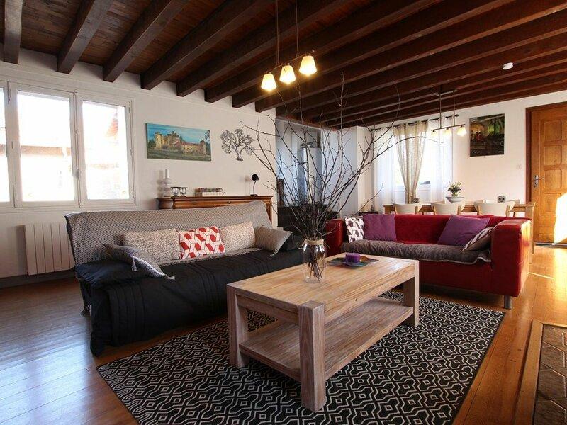 Petite Galerie du Chardonneret. Linge de maison et WIFI inclus, location de vacances à Éspaly-Saint-Marcel