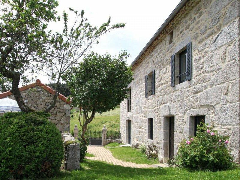 La maison de la Rose, location de vacances à Faverolles